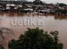 Pemukiman mereka masih terendam banjir.