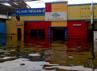 Sebuah klinik hewan terendam.