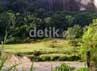 Memasuki kawasan ini, pengunjung akan melalui jalan menurun. Kemudian bertemu dengan panorama Ngarai Sianok, persawahan dengan tebing-tebing nan indah.