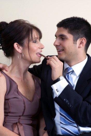 5 alasan pria menyukai wanita yang lebih tua