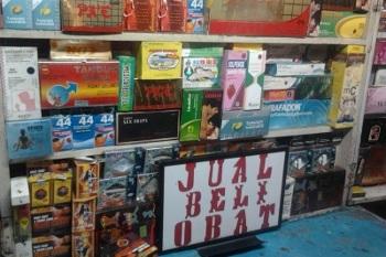 Transaksi Gelap Obat Kuat Ilegal di Siang Bolong