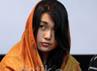 Rani hadir dengan memakai kerudung.