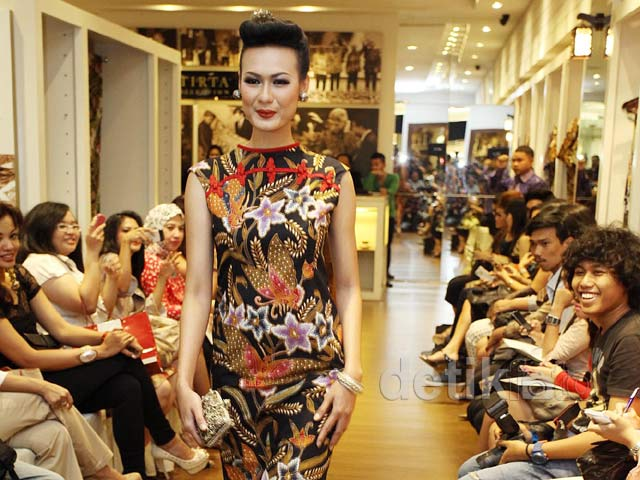 Fashion Show Iwan Tirta Private Collection