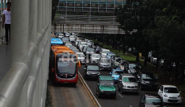 Bus Trans Jakarta Solusi Atasi Kemacetan