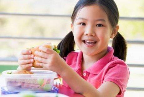 Jajanan Sekolah Tak Terjamin Sehat, Tapi Cuma 18% Anak yang Bawa Bekal