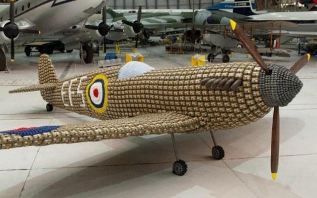 Wouw! Pesawat Ini Dibuat dari 6.500 Kotak Telur Bekas
