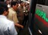 Berbaju PNS cokelat, Jokowi naik Kopaja ke Rawamangun.