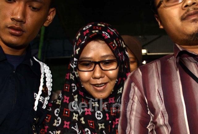 Istri Lutfi Hasan Diperiksa KPK