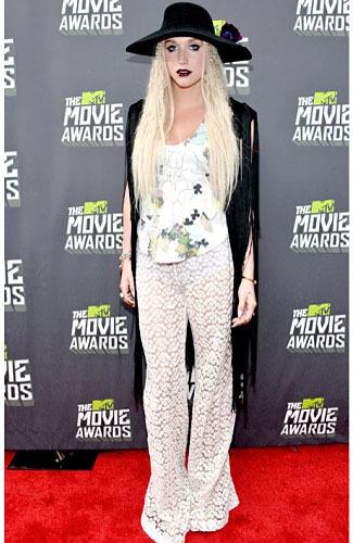 Busana Terburuk Selebriti di MTV Movie Awards 2013 2