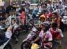 Ratusan siswa dari beberapa SMU berkonvoi keliling kota merayakan perjuangannya melewati Ujian Nasional yang sempat membuat stres para siswa SMU se-Indonesia.