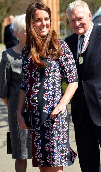 Senyum Manis Kate Middleton