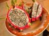Buah Naga digemari karena manfaatnya sebagai pencegah radikal bebas dan anti oksidan yang baik bagi tubuh manusia. Selain itu buah naga juga baik dikonsumsi bagi penderita batuk, kolesterol dan hipertensi.