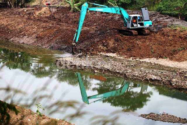 Pengerukan Kanal Banjir Timur