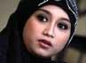 Sefti membeberkan kisah cintanya dengan Ahmad Fathanah di kediamannya di Depok, Jawa Barat, Rabu (8/5/2013).