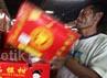Buah-buah impor dari China masih mendominasi penjualan buah di supermarket tersebut, diantaranya pir Ya Lie Rp 1.150/100 gram, pir Singo RRC dibanderol Rp 1.650/100 gram, pir Xiang Lie Rp 1.590/100 gram.