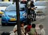 Mereka berada di trotoar-trotoar untuk mengamen atau berharap derma dari pengendara.