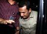 Hidayat Batubara tiba di gedung KPK, Jakarta, sekitar pukul 22.45 WIB. Lamhot Aritonang/detikFoto.