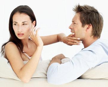 5 Tanda Kekasih Anda Tipe Pria Posesif