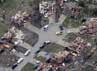 Tornado menghancurkan rumah-rumah warga di Moore, Oklahoma May, Selasa (21/5/2013). Reuters/Rick Wilking