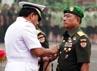 Panglima TNI Laksamana Agus Suhartono menyematkan tanda jabatan di dada Letjen Moeldoko.