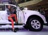 Model berpose di ruang kemudi Pajero Sport Limited.