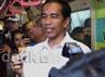 Jokowi dan petinggi PT Jakarta Monorel sempat meninjau purwarupa monorel. Jokowi tampak melihat mulai dari seluruh sudut hingga mengetes kekuatan pegangan penumpang, serta menunjukan tiket monorel.