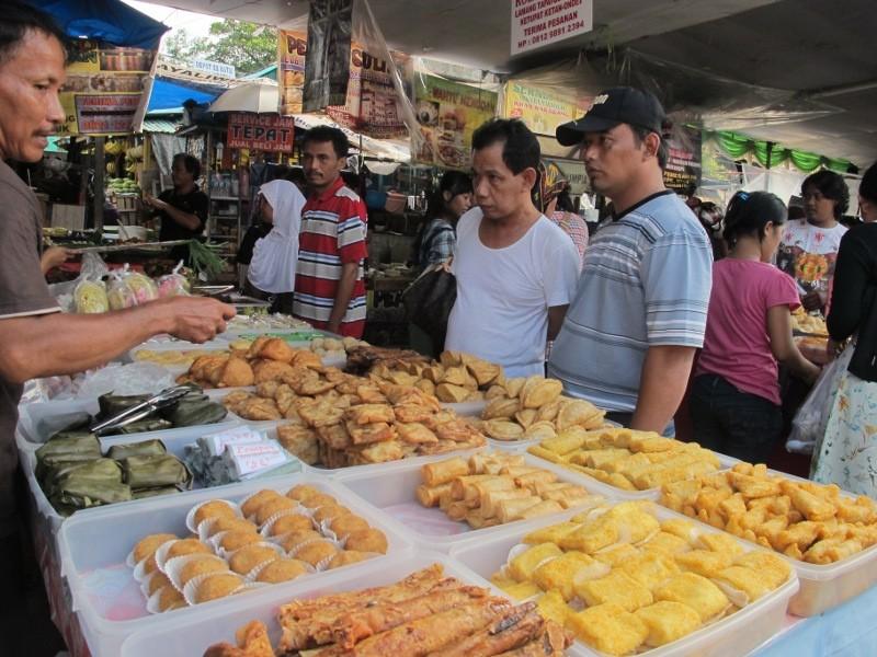 Ngabuburit Di Pasar Benhil Makanan Apa Saja Ada