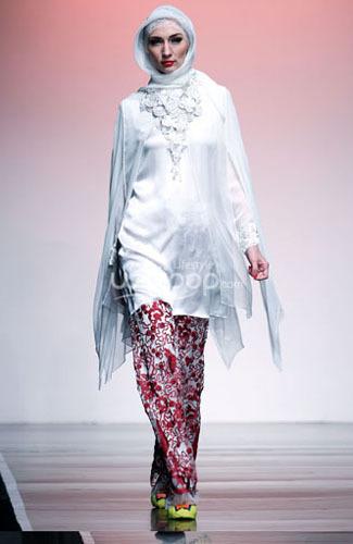 Hijab Style Guide: Baju Muslim Putih Untuk Lebaran dari Ronald V. Gaghana  6