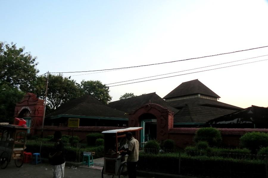 Kisah Masjid Agung Cirebon Yang Dibangun Dalam Semalam