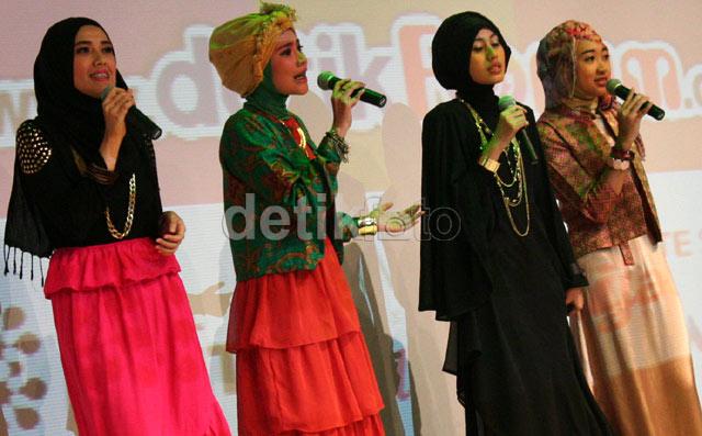 Aisyah Haerani (Juara pertama), Syarifah Gabriella (Juara kedua), C. Adzwafar Muwardi (Juara ketiga) serta juara favorit Ayu Dyah Wulandari (Juara favorit) unjuk bakat menyanyi di Show Your Style Night.