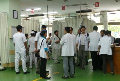 Tak Hanya Dokter, Seluruh Karyawan RSUP Sanglah Juga Kenakan Pita Hitam