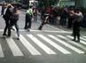 Polisi mengamankan massa yang anarkis dalam simulasi pengamanan Pemilu 2014.