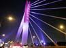 Pengendara yang melintas di Jembatan Layang Pasupati pun kini punya pemandangan yang menyegarkan mata. Jembatan itu dipercantik dengan lampu warna-warni.