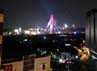 Kalau mau mengambil foto Pasupati dengan cahayanya yang gemerlap, bisa saja mengambilnya dari gedung-gedung tinggi di sekitar jembatan.