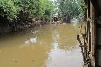 Kumuhnya Rumah di Tepian Kali Ciliwung Setelah Banjir