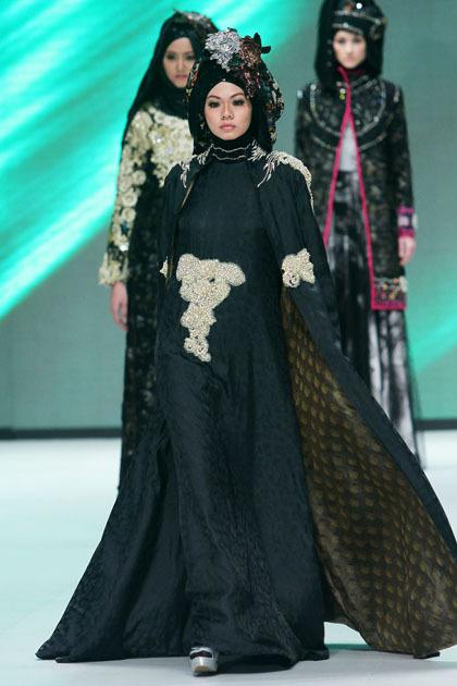 Hijab Style Gaun Pesta Nan Glamor Rancangan Rya Baraba 3