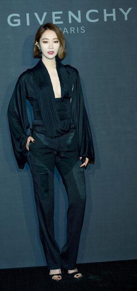 Korean Style Seleb Kompak Berbaju Hitam Di Pembukaan Butik Givenchy Korea 2