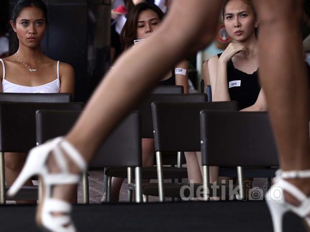 Model Cantik Berebut Panggung di JFFF 2014