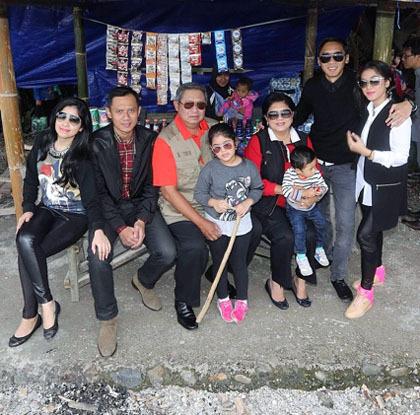 Foto: Inspirasi Tampil Kompak Berbusana Ala Keluarga SBY Saat Liburan