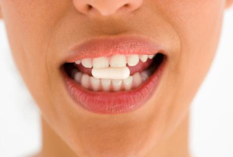 Konsumsi Obat Obatan Tertentu Bisa Bikin Gigi Jadi Kuning