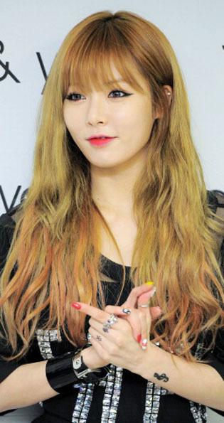 Korean Style Gaya Rambut Keriting Acak Selebriti Korea Yay Or - Gaya rambut ala girlband korea