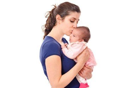 Bagaimana Menggendong yang Aman untuk Bayi Baru Lahir? Cek ...