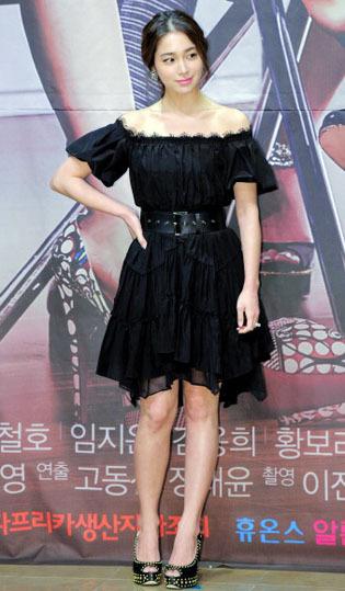 Korean Style Tips Pamer Bahu Seksi Tanpa Terlihat Seronok Ala Bintang Korea 3
