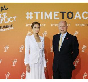 Foto: Angelina Jolie Serba Putih, Kampanye Stop Kekerasan Seksual