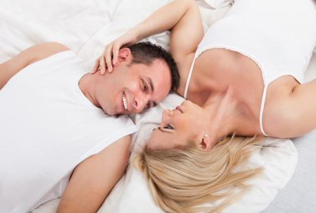 Sexting Hingga Nonton Film, Alternatif Foreplay yang Dapat Dicoba Pasangan 1