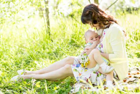 Tips Diet Ibu Menyusui Yang Sehat Bagi Bayi