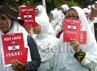 Keprihatinan terhadap Palestina diserukan masyarakat Jawa Timur. Ratusan orang dari berbagai elemen masyarakat lintas agama, suku, ras dan organisasi yang tergabung dalam Rakyat Jatim Peduli Palestina memberi kartu merah kepada Israel.