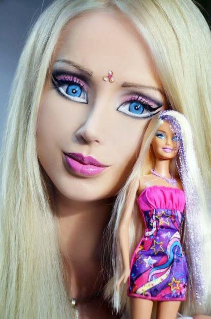 6 wanita ini mirip dan berdandan seperti boneka barbie   2