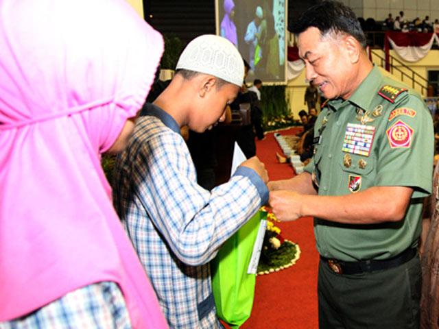 Panglima TNI Buka Bersama Anak Yatim