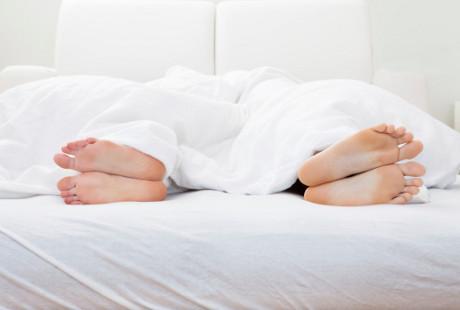 Sulit Menemukan Waktu Bercinta karena Kerja Shift Malam? Ini Tips Dokter